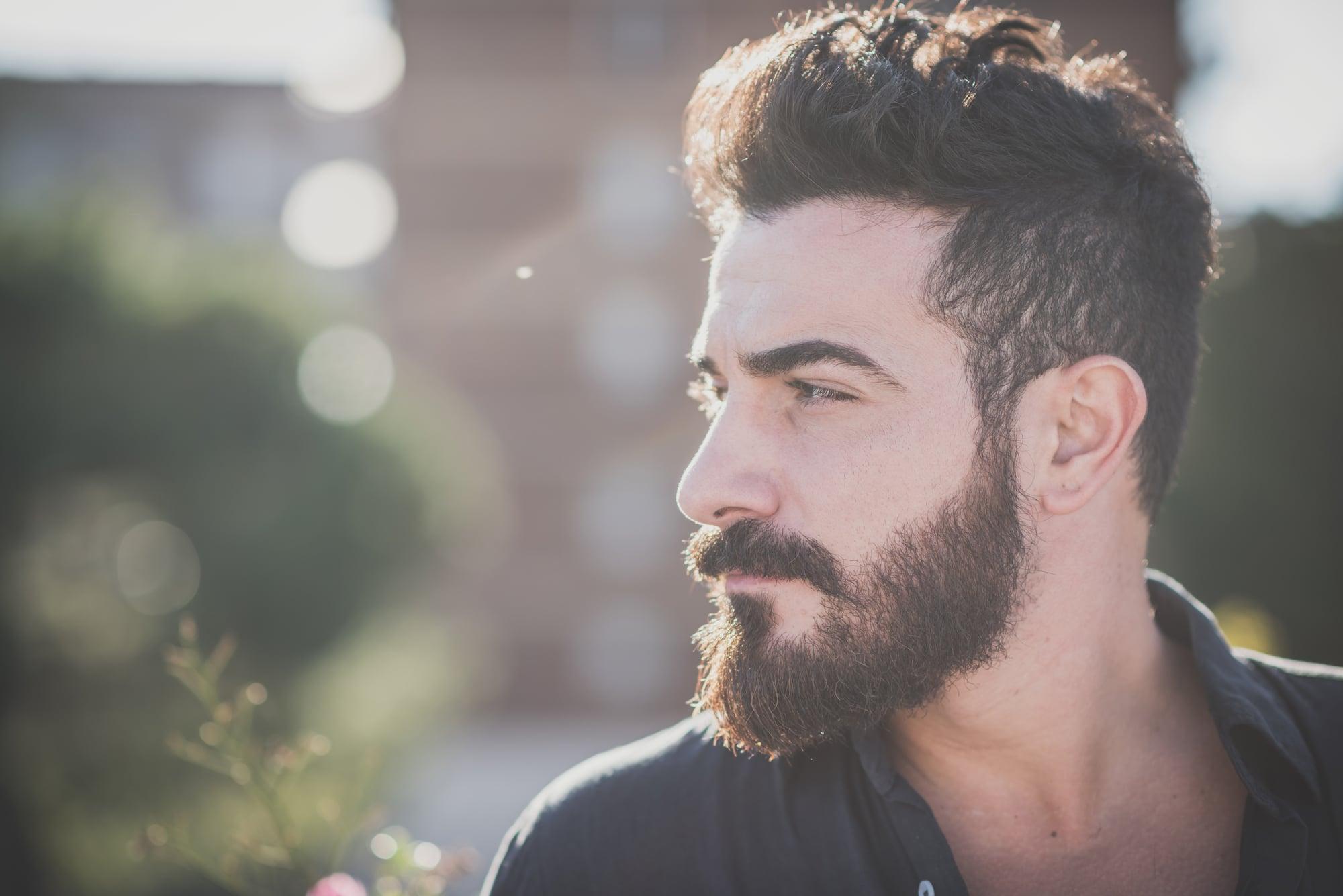 Model med skæg